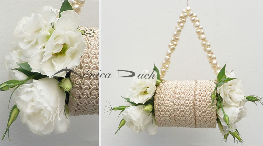 Cartera White Nude